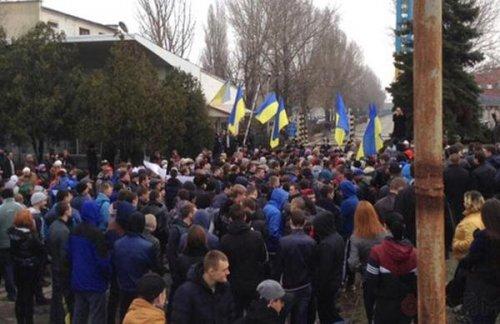 Одесские портовики вышли на акцию против киевской власти