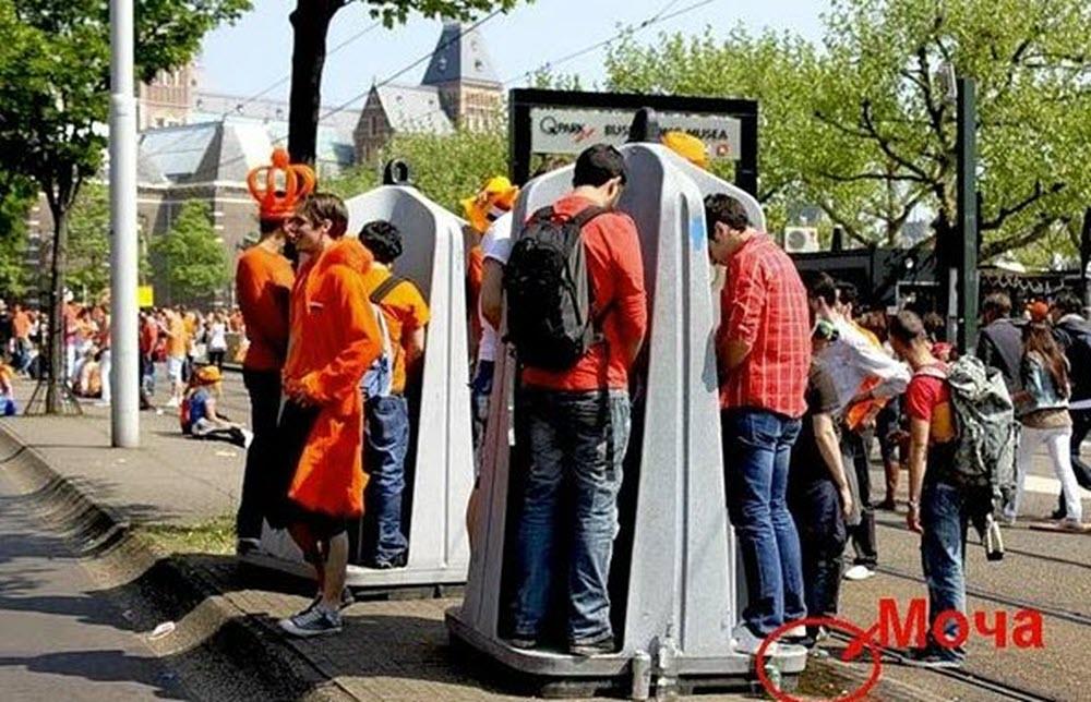 «Культурная» Европа и открытые общественные туалеты